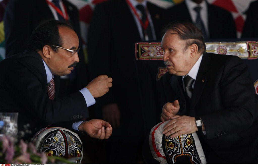 Les présidents Aziz et Bouteflika, peu avant le sommet de la Ligue arabe en Libye, en mars 2010.