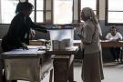 Un électeur vote dans un bureau d'Antananarivo, le mercredi 7 novembre 2018, lors du premier tour de la présidentielle.
