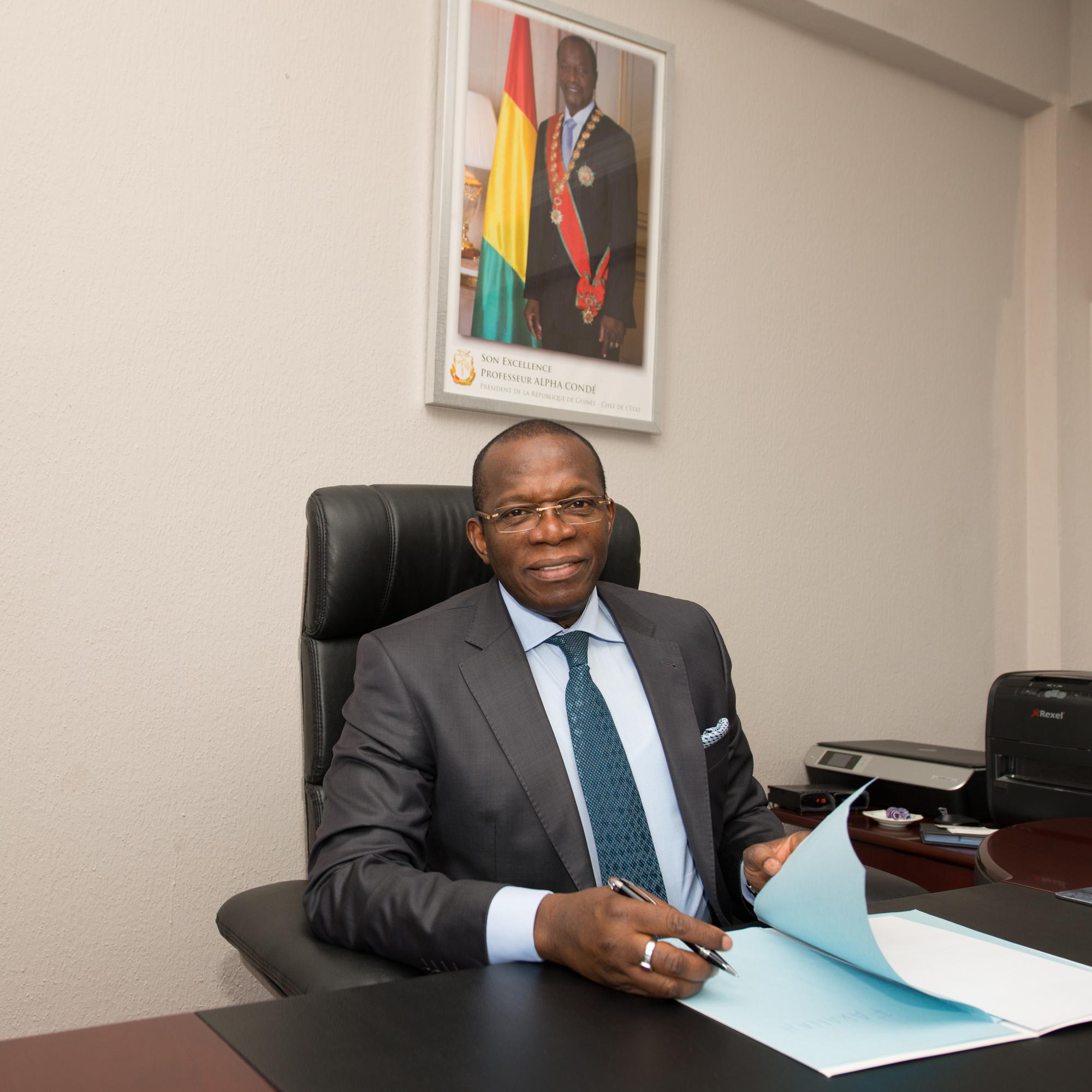 Le Premier ministre Ibrahima Kassory Fofana, ici en 2015 à la primature, a été reconduit à la tête du gouvernement guinéen.