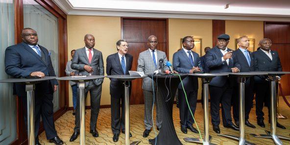 De g. à dr.: Jean-Pierre Bemba, Adolphe Muzito, le président de la fondation Kofi Annan Alan Doss, Martin Fayulu, Freddy Matungulu, Félix Tshisekedi, Moïse Katumbi et Vital Kamerhe le 11novembre à Genève.