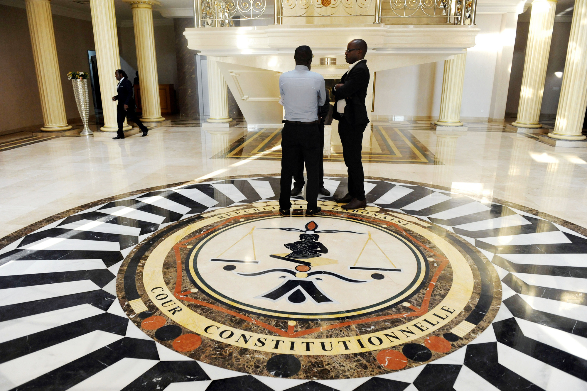 Le 14novembre, la Cour constitutionnellea autorisé le vice-président et le chef du gouvernement à tenir le Conseil des ministres.