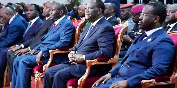 À Abidjan, en novembre2017. À l'époque déjà, les relations avec le président Ouattara (au centre) s'étaient tendues. Les ambitions et la méfiance ont eu raison de leur alliance.