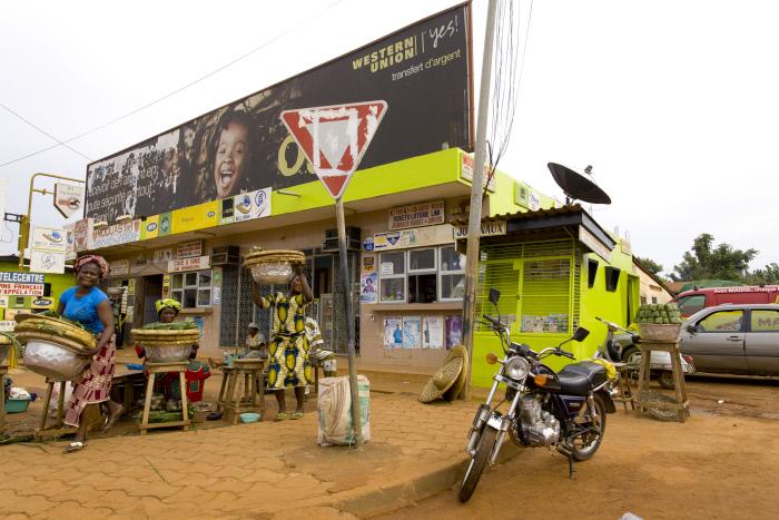 Une publicité Western Union au Bénin en 2012.