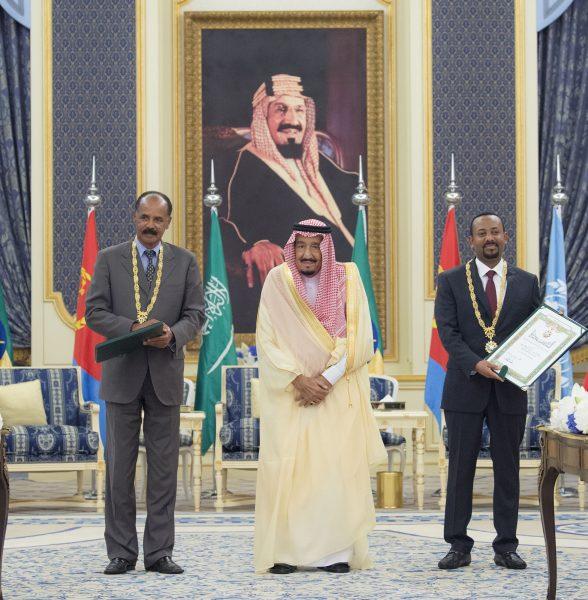 Le roi Salmane d'Arabie saoudite (centre) avec le président érythréen Issayas Afeworki (gauche) et le Premier ministre éthiopien Abiy Ahmed, le 16 septembre 2018 à Jeddah. © AP/SIPA