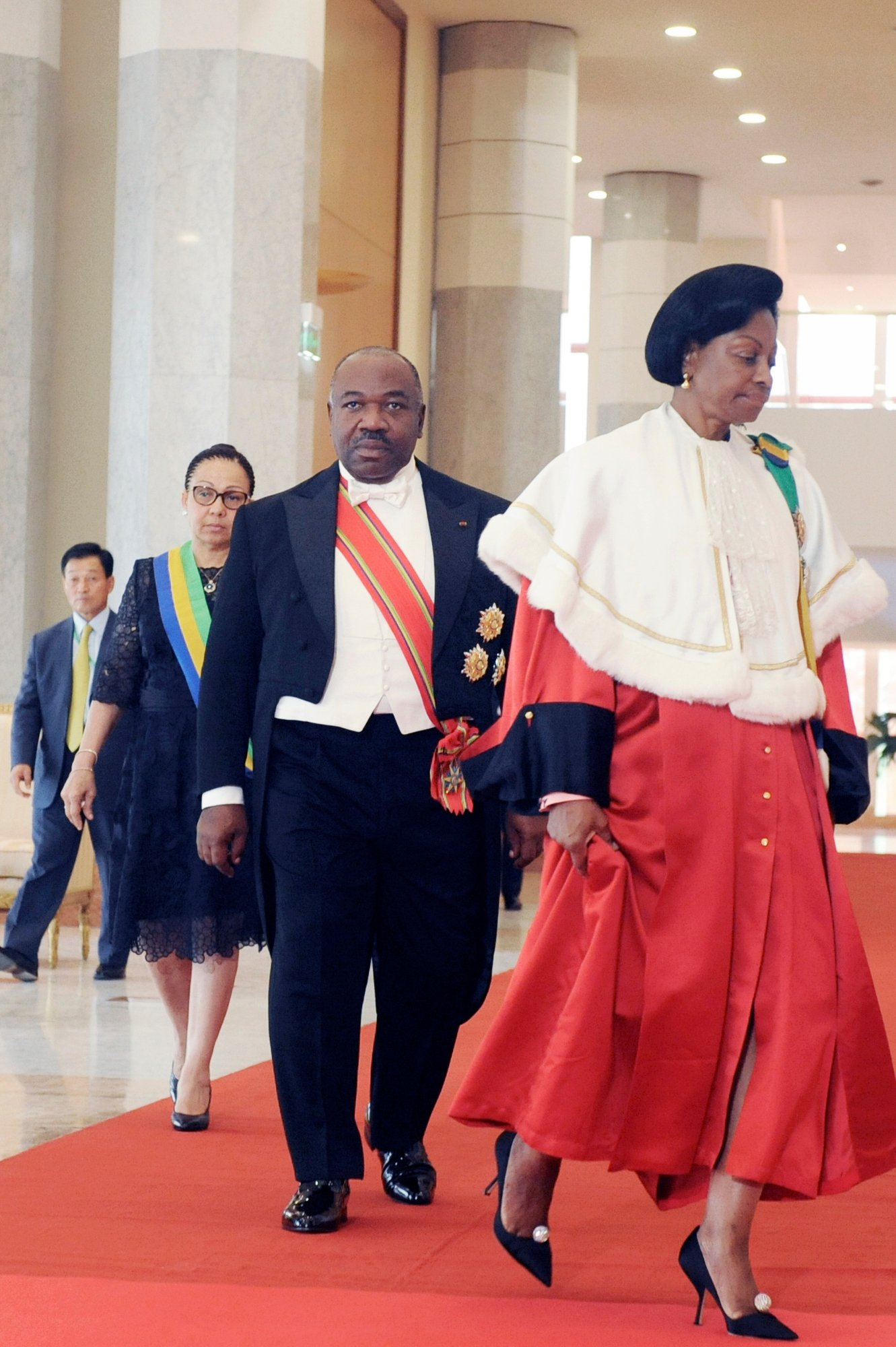 Si besoinThe President of Gabon Constitutional Court Marie-Madeleine Mborantsuo (C) walks ahead of President elected Ali Bongo Ondimba during the swearing in ceremony in Libreville on September 27, 2016. - Ali Bongo was sworn in for second term as Gabon president, calling for unity after a disputed election win that sparked deadly unrest and revealed deep divisions in the oil-rich country. (Photo by STEVE JORDAN / AFP)
