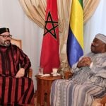 Le roi du Maroc, Mohammed VI, lors de sa visite au président gabonais Ali Bongo Ondimba, qui poursuit sa convalescence depuis le 29 novembre à l'hôpital militaire de Rabat.