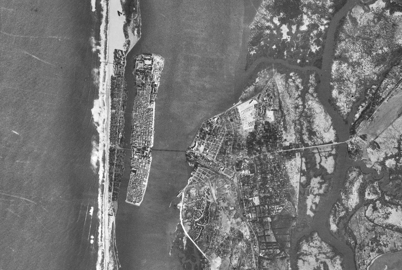 Une photo aérienne de Saint-Louis du Sénégal, conservée actuellement à l'IGN.