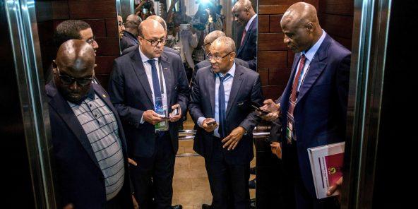 Le président de la CAF, Ahmad Ahmad (2e de dr. à g.), le 30 novembre, à Accra.
