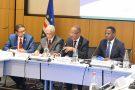 Le premier ministre cap-verdien Ulisses Correia e Silva (au centre, à droite) le 12 décembre à Paris.