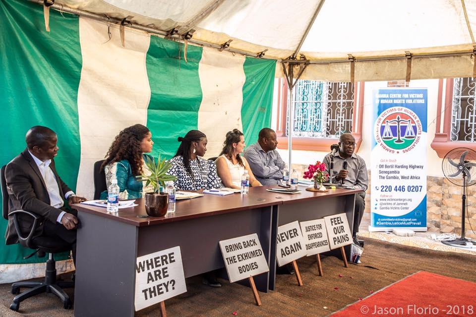 Une réunion du Centre des victimes d'abus de droits de l'homme en Gambie, en décembre 2018 à Banjul.