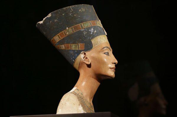 Vieux de plus de trois mille ans,le célèbre «buste de Néfertiti», exposé au Neues Museum de Berlin, est réclamé par l'Égypte depuis 1925.