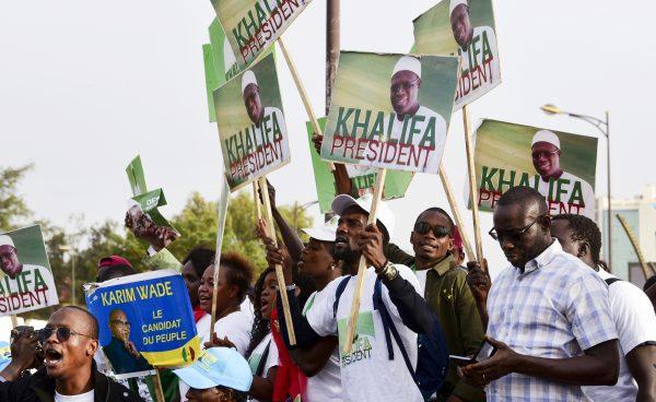 Manifestation, le 29novembre, à Dakar, de partisans de Khalifa Sall et Karim Wade, lesquels ne devraient pas pouvoir se présenter à la présidentielle. Un vide qui pourrait profiter à Sonko.