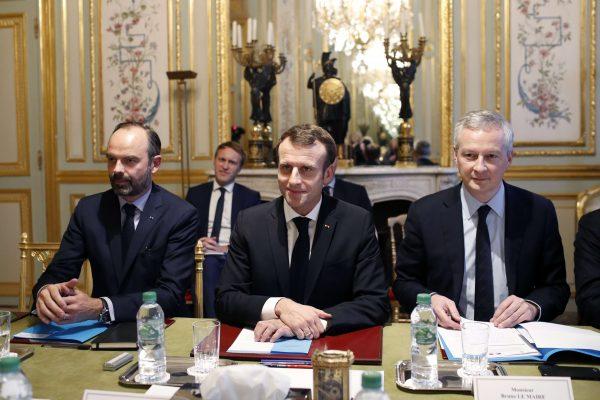 Le Premier Ministre Edouard Philippe, le Président français Emmanuel Macron et le Ministre  des Finances à l'Elysée le 11 décembre 2018