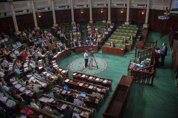 Le premier ministre tunisien, Youssef Chahed, face à l'Assemblée.