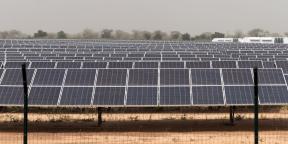 Le potentiel photovoltaïque africain est considérable : par endroits, l'ensoleillement est tel qu'un même panneau photovoltaïque y produirait deux fois plus d'électricité qu'en Europe centrale.