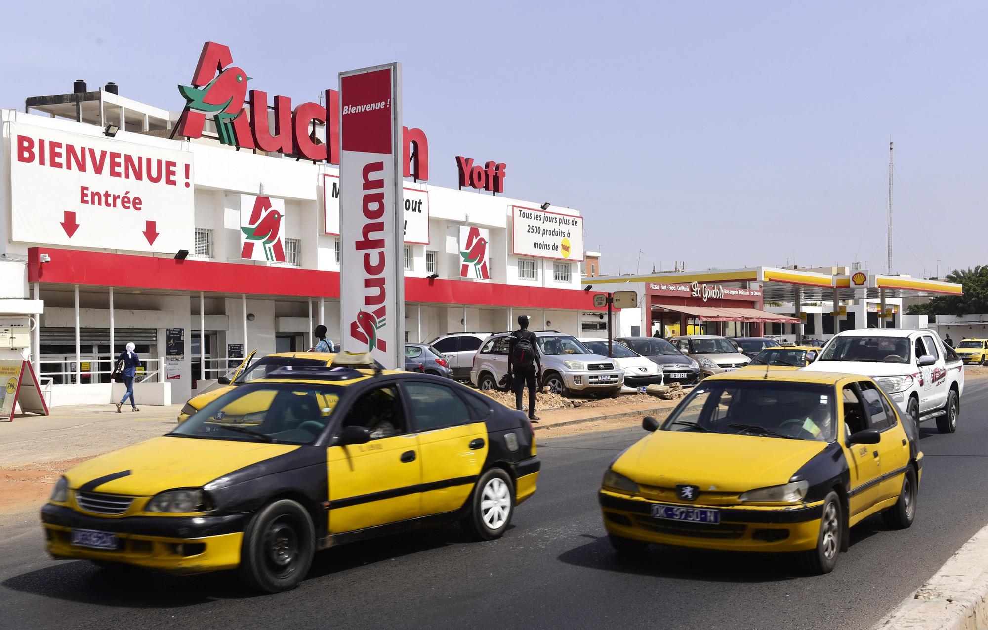 Au Sénégal, un collectif de commerçants a rallié à sa cause nombre de Sénégalais autour du hashtag #AuchanDegage.