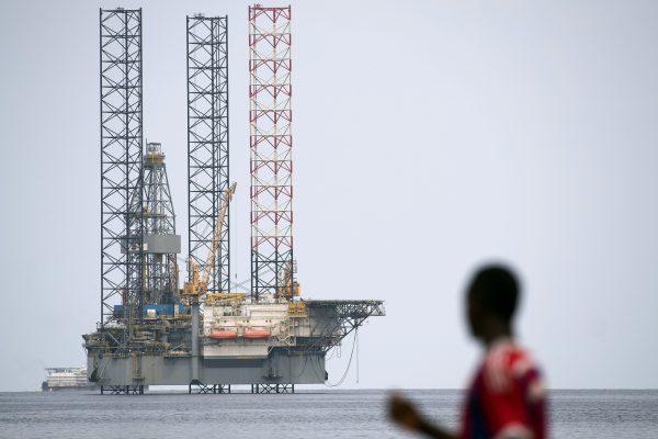Platforme pétrolière offshore au large de Port-Gentil au Gabon.