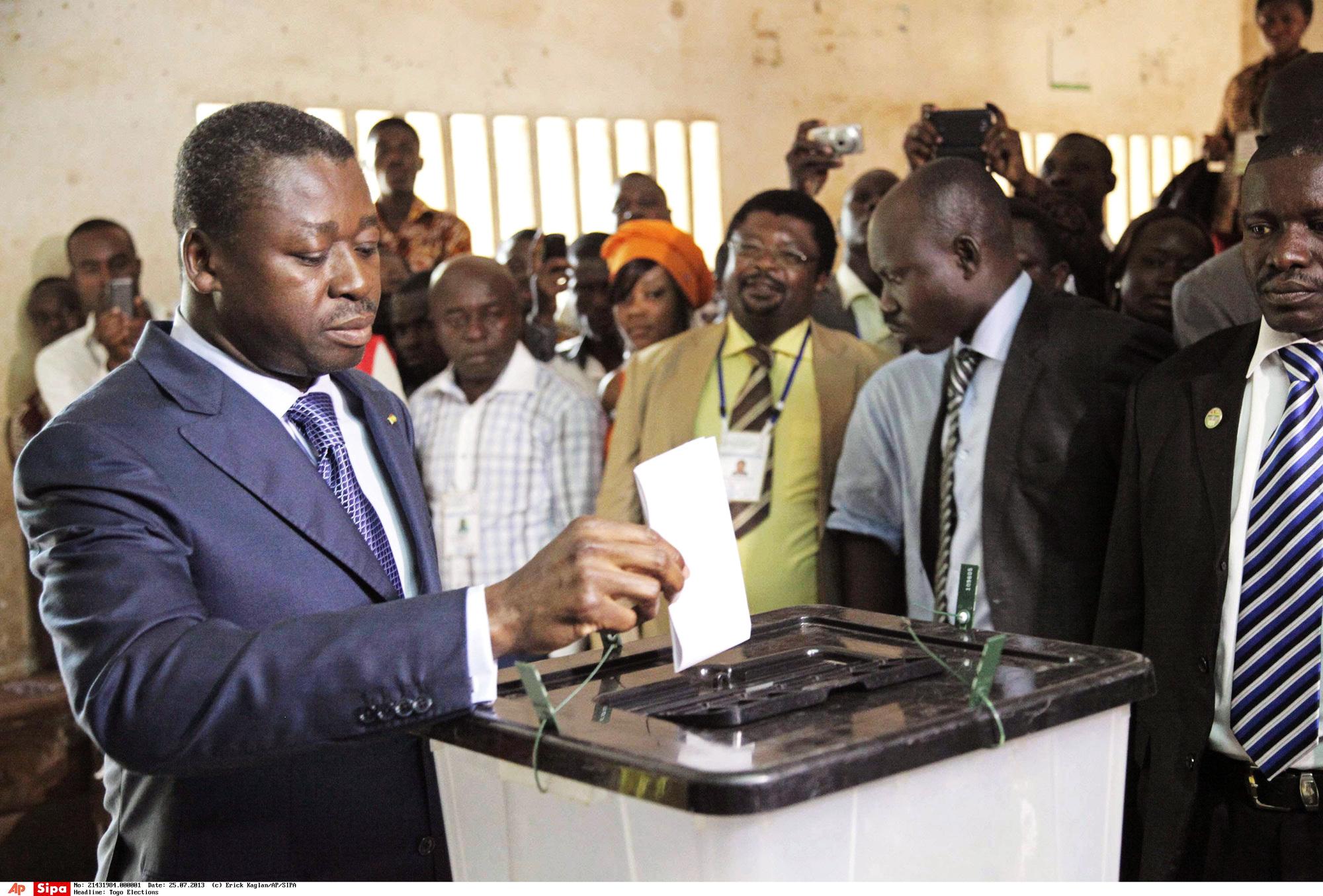 Faure Gnassingbé votant à Lomé, lors des législatives de2013.