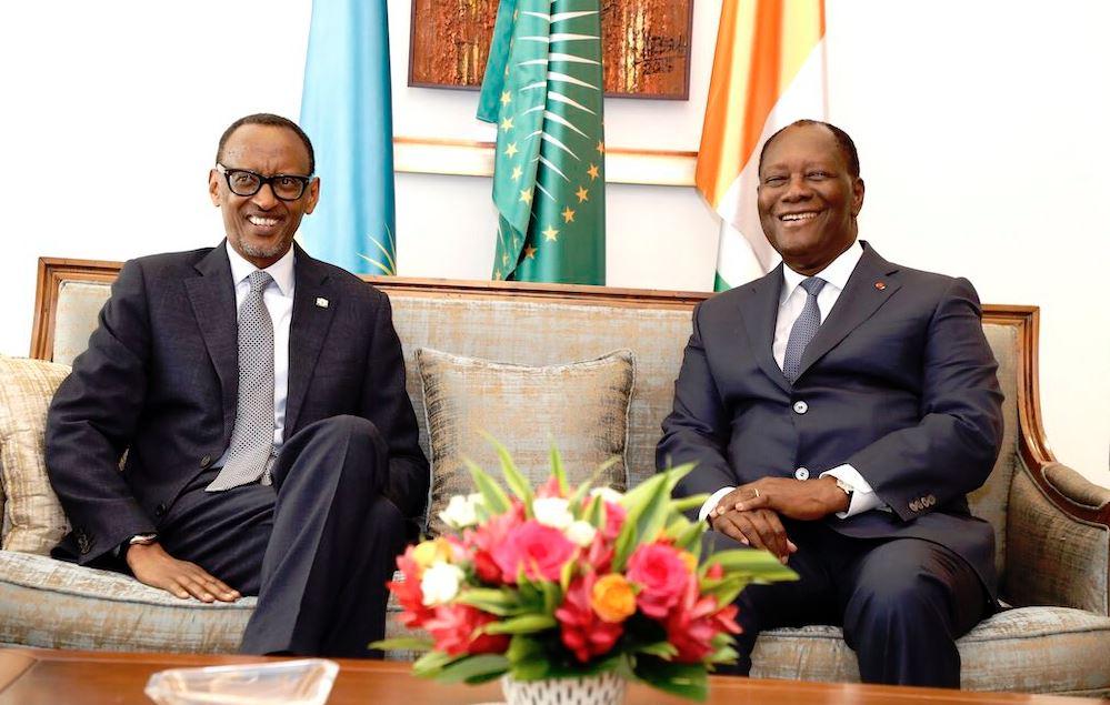 Paul Kagame et Alassane Outarra à Abidjan, le 19 décembre 2018.