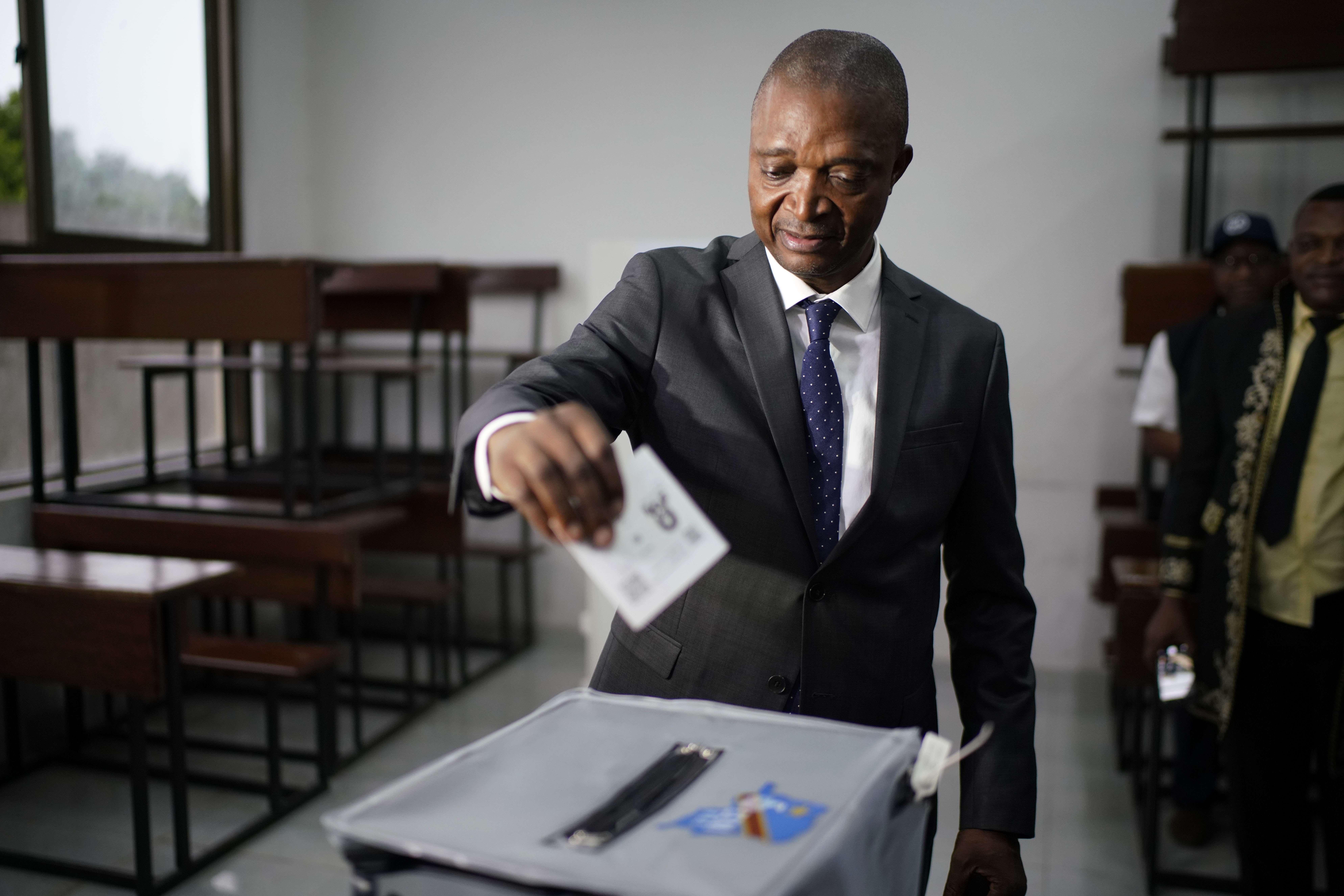 Le candidat à la présidence du parti au pouvoir, Emmanuel Ramazani Shadary, a voté dimanche 30 décembre 2018 à Kinshasa.