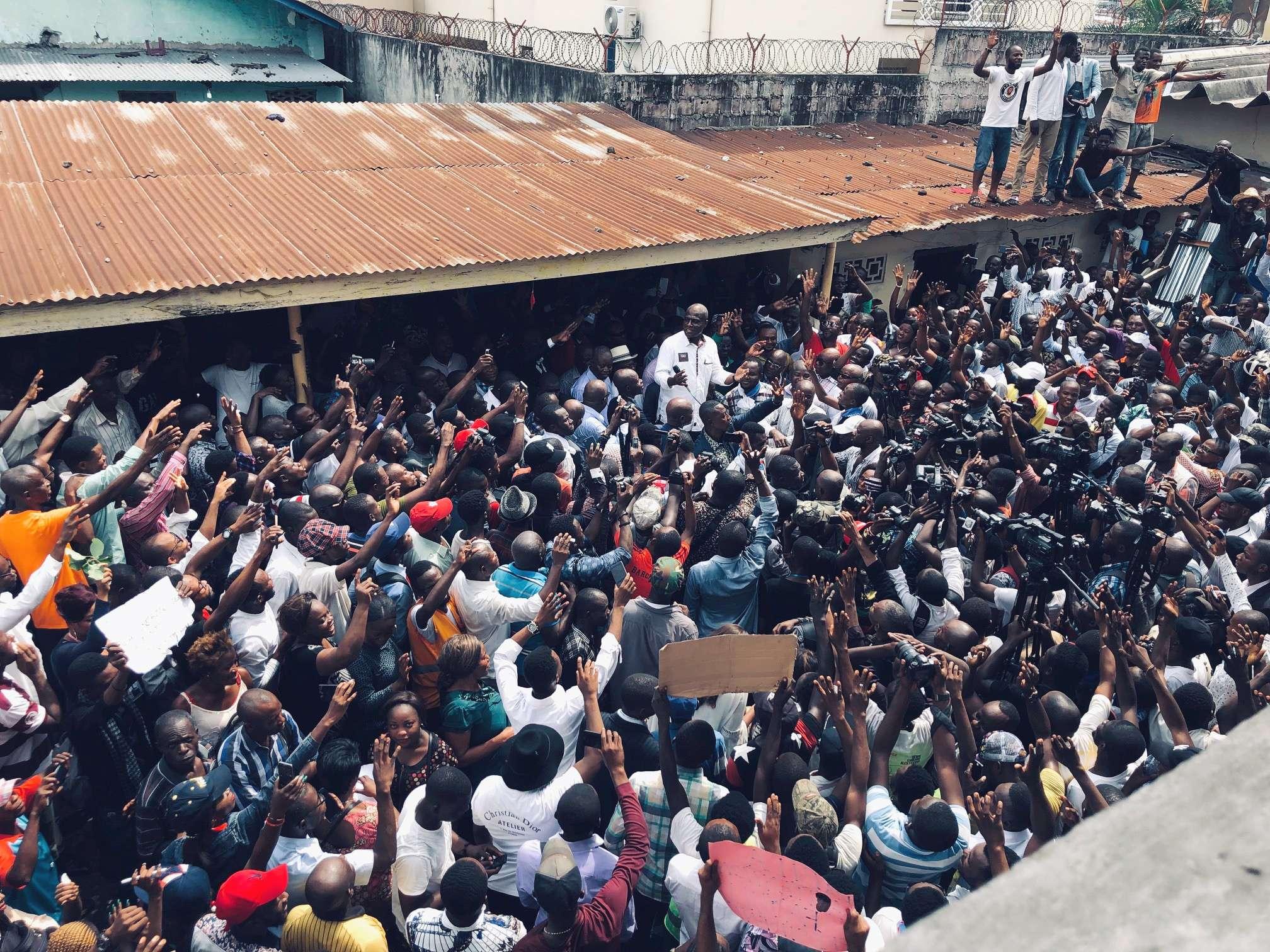 Martin Fayulu s'adressant à des militants, le vendredi 11 janvier à Kinshasa.
