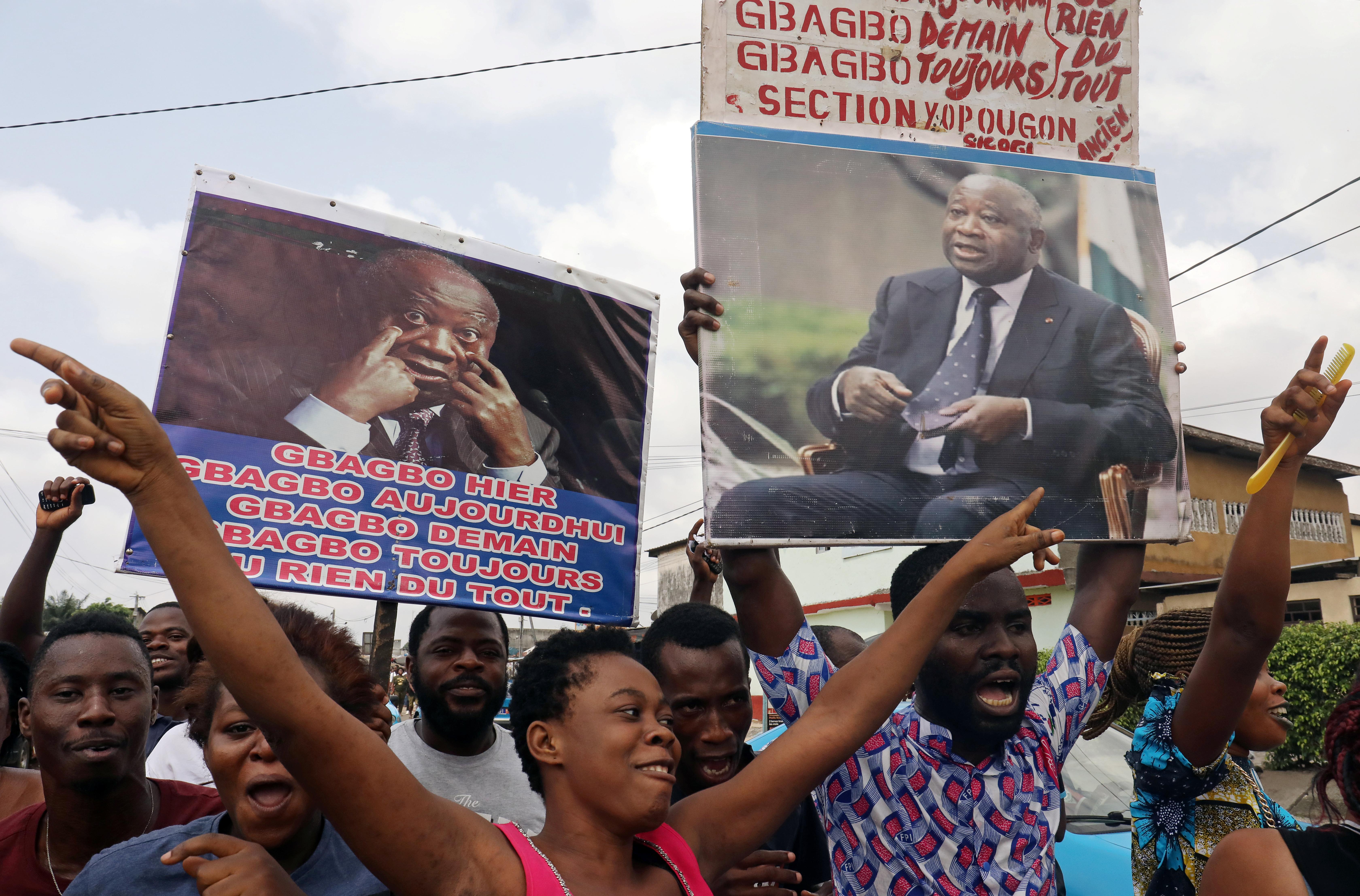 Des partisans de Laurent Gbagbo laissent éclater leur joie après l'annonce de l'acquittement par la CPI, à Abidjan le 15 janvier 2019.