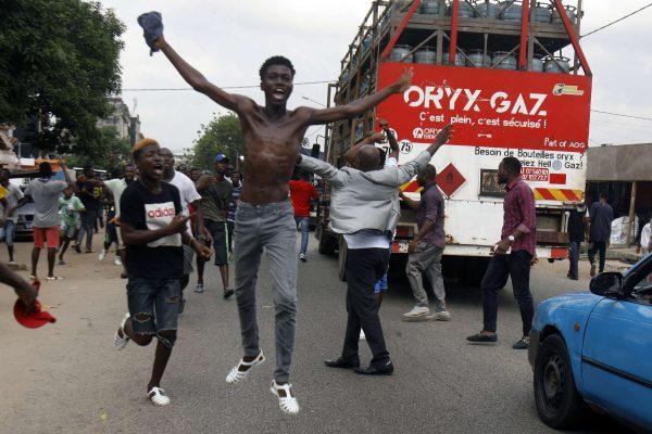 Scènes de joie dans le quartier de Yopougon après l'annonce de la libération de Laurent Gbagbo, le 15 janvier 2019.