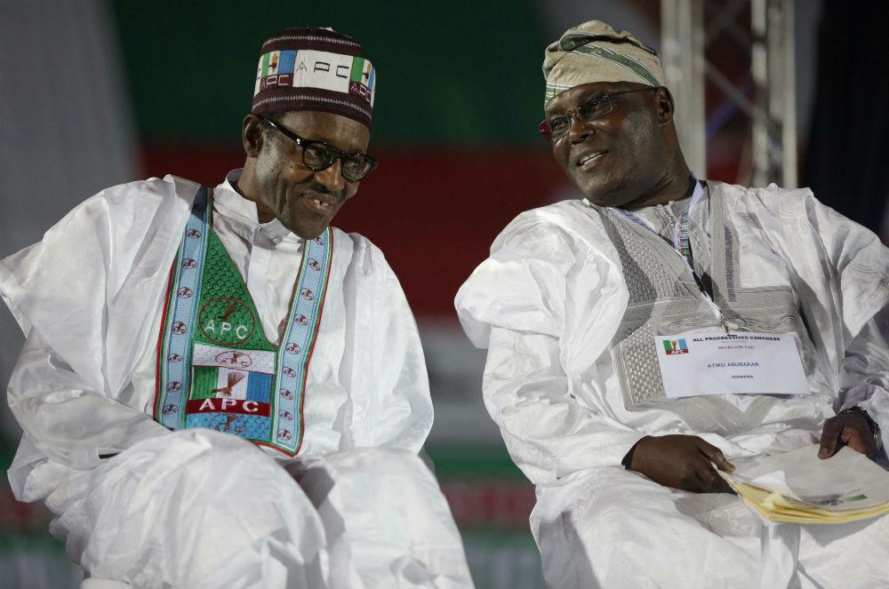 Le président sortant Muhammadu Buhari (à g.) et son principal adversaire, Atiku Abubakar (ici en 2014), s'affronteront à la présidentielle du 16 février 2019.
