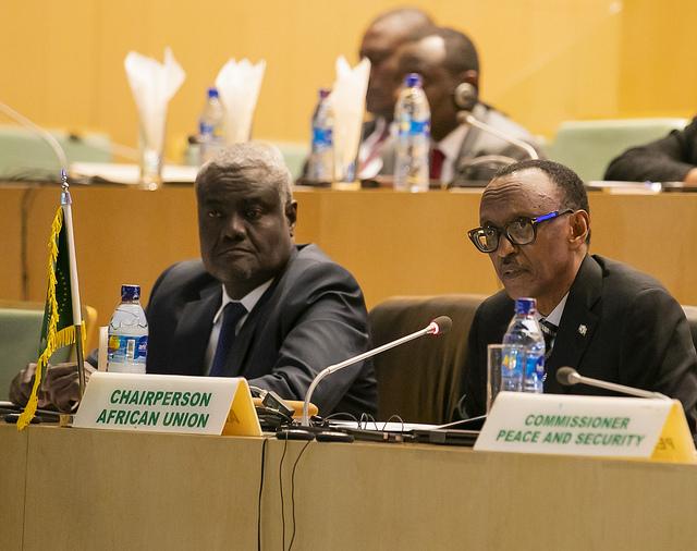 Paul Kagame, président rwandais et président en exercice de l'Union africaine et Moussa Faki Mahamat, président de la Commission de l'UA, le 17 janvier à Addis-Abeba.