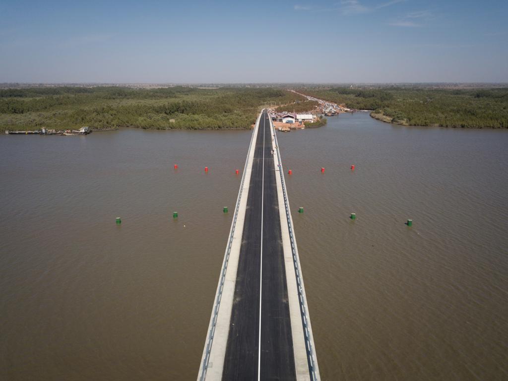 Le pont de Farafenni, en Gambie.