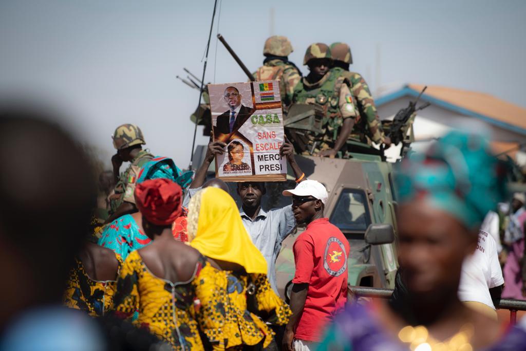 Il y avait foule pour l'inauguration du pont de Farafenni, en présence des président sénégalais et gambien, lundi 21 janvier 2019.