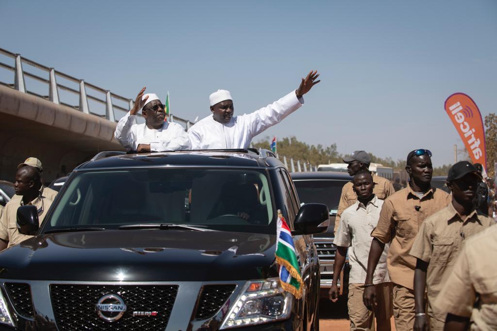 Macky Sall et Adama Barrow, lors de l'inauguration du pont de Farafenni, le 21 janvier 2019.