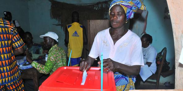 Une femme vote pour la présidence à Porto Novo, au Bénin, le dimanche 13 mars 2011. Photo d'illustration.