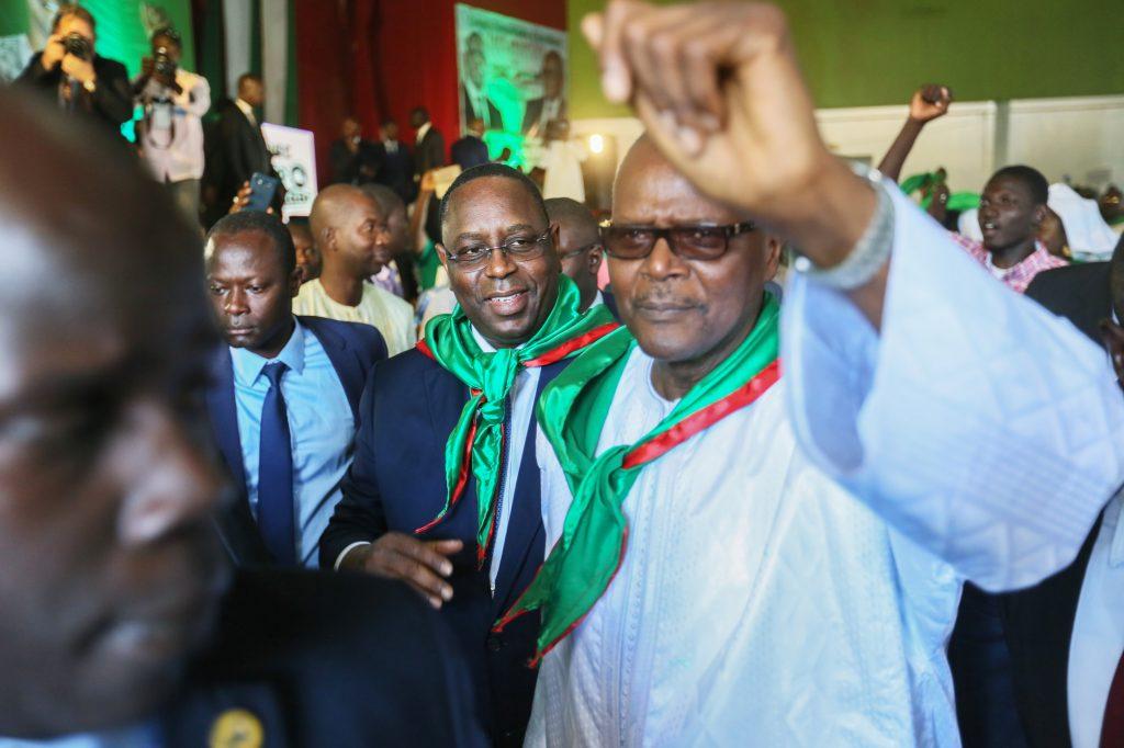 Le président sortant (au centre) et Ousmane Tanor Dieng, le 27novembre dernier.