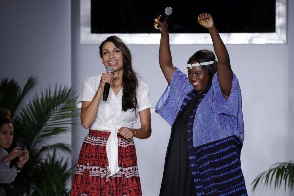 L'actrice Rosario Dawson,et sa meilleure amie lors de la Fashion Week de New York.