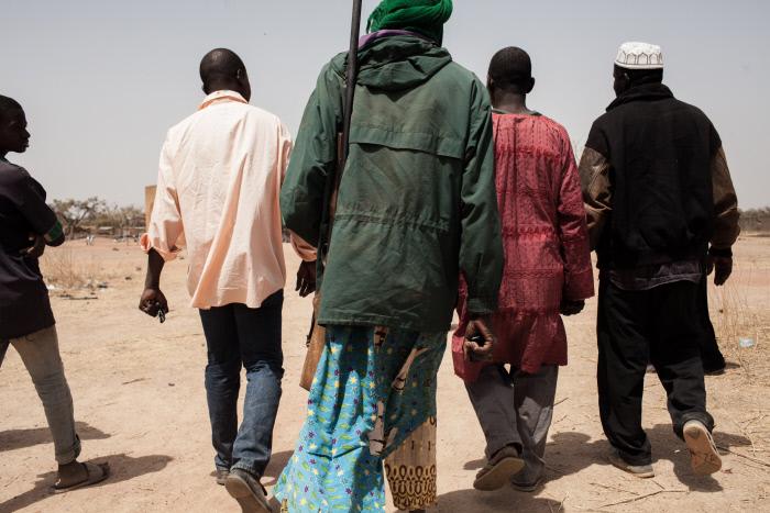 Des miliciens Koglweogo, en 2016 dans le sud de Ouagadougou (image d'illustration).