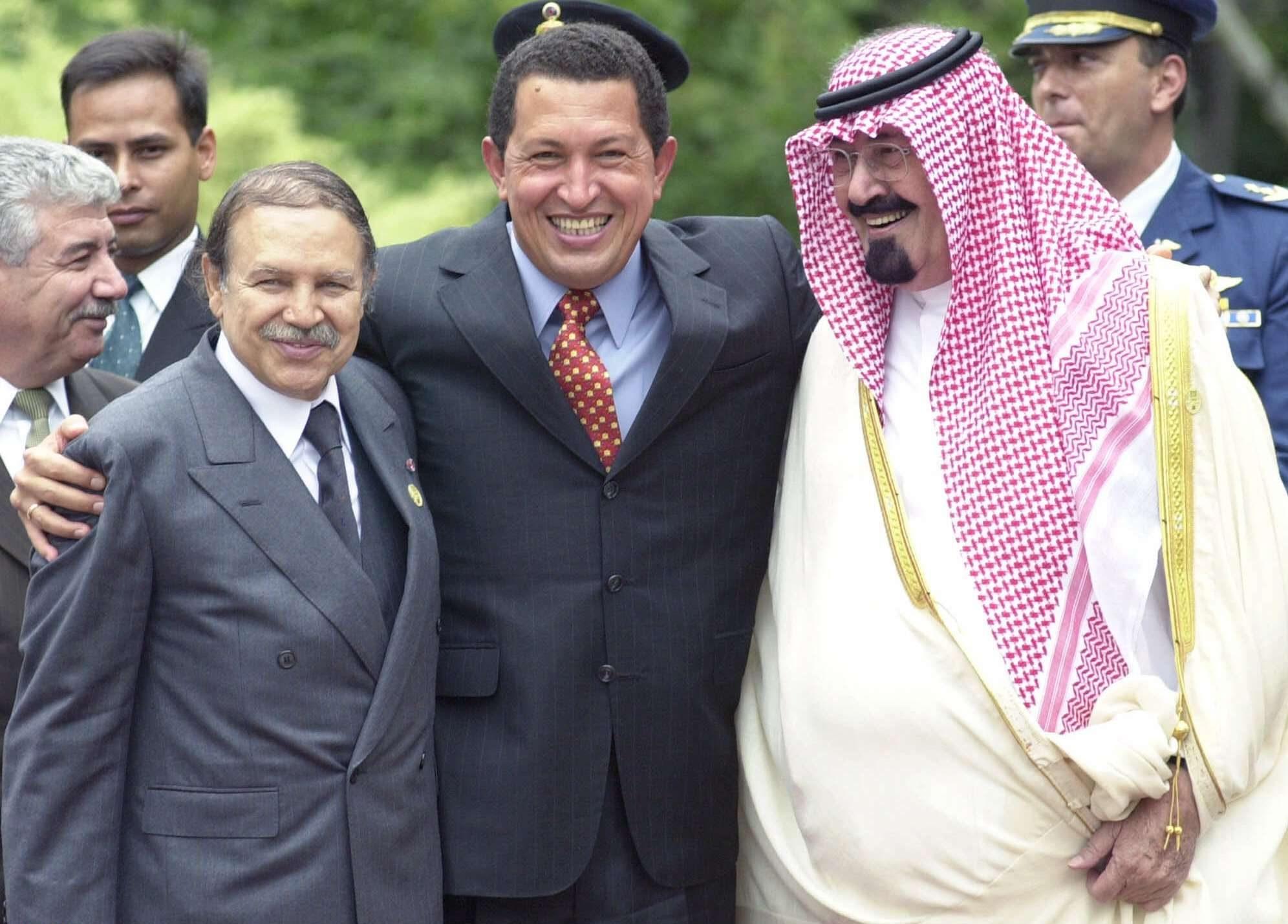 De gauche à droite, Abdelaziz Bouteflika, Hugo Chavez et le roi Salman d'Arabie saoudite, en 2000 lors d'un sommet de l'Opep à Caracas.