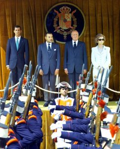 (L-R) Spanish Crown Prince Felipe, Morocco's King Mohammed VI , Spanish King Juan Carlos and Spanish Queen Sofia review troops during the official welcome ceremony at Madrid's Pardo palace September 18, 2000. [King Mohammed arrived for his first state visit to Spain, with contentious issues including fish, tomatoes and illegal immigration likely to be discussed.  ] - PBEAHULHTBB
