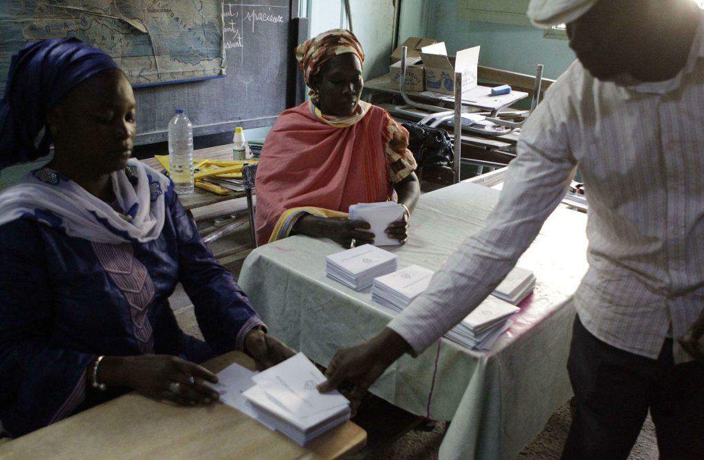 des électeurs sénégalais dans un bureau de vote,n lors de la présidentielle de 2012 (archives).