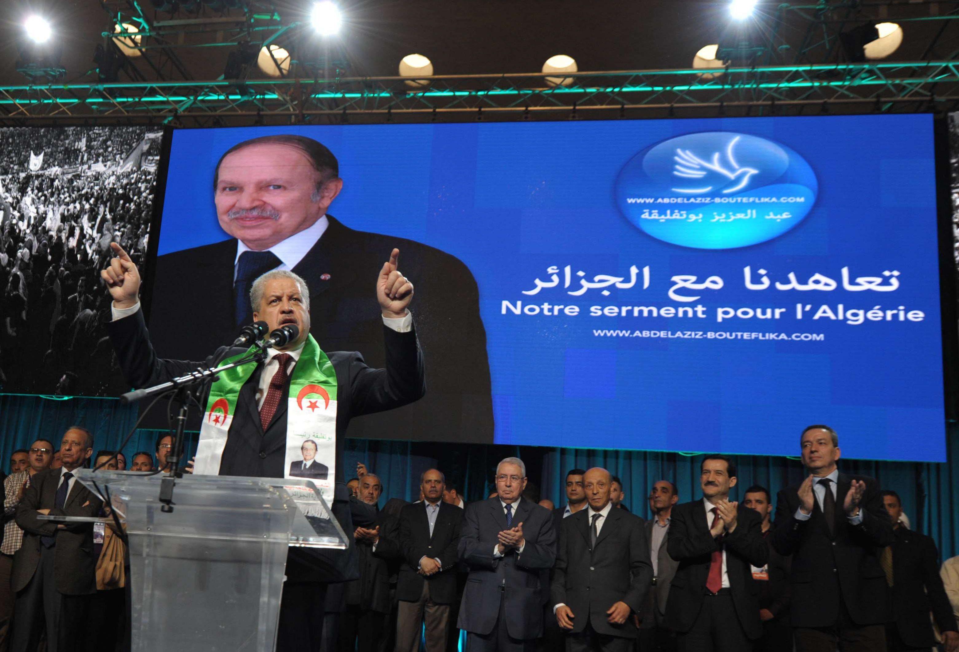 Abdelmalek Sellal a dirigé les trois précédentes campagnes d'Abdelaziz Bouteflika (ici lors d'un meeting à Alger en 2014).