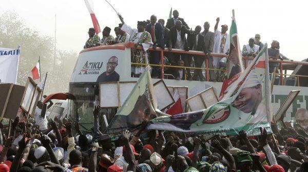 Bain de foule pour le candidat Atiku Abubakar, le 14 février 2019.
