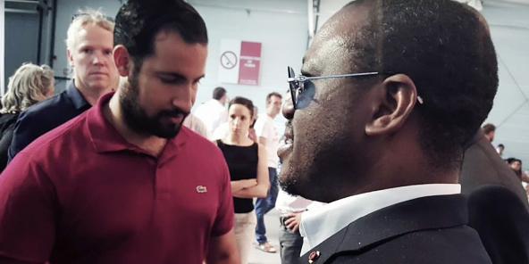 Alexandre Benalla et Guillaume Soro, lors de la convention de LRM, à Paris, en juillet2017.