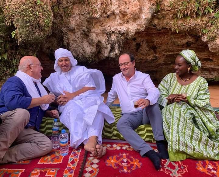 Michel Sapin, Mohamed Ould Noueigued, François Hollande et Aïssata Lam, à Atar, en Mauritanie, le 14 février 2019.