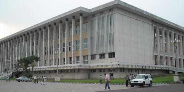 Le palais du peuple à Kinshasa, qui abrite le Parlement congolais.