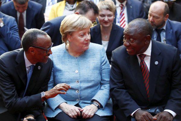 Paul Kagame, Angela Merkel et Cyril Ramaphosa le 30 octobre 2018