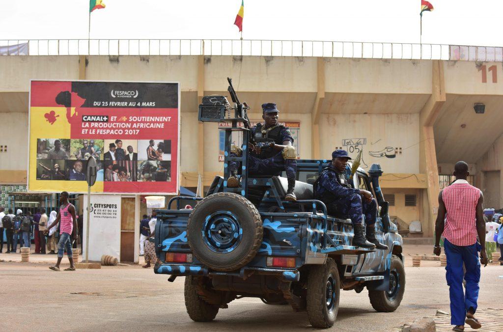 Des soldats en patrouille à Ouagadougou, en 2017.