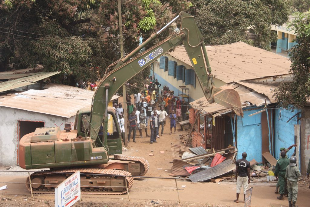 Opération de déguerpissement dans le quartier de Kaporo-Rails, dans la banlieue de Conakry, le 21 février 2019.