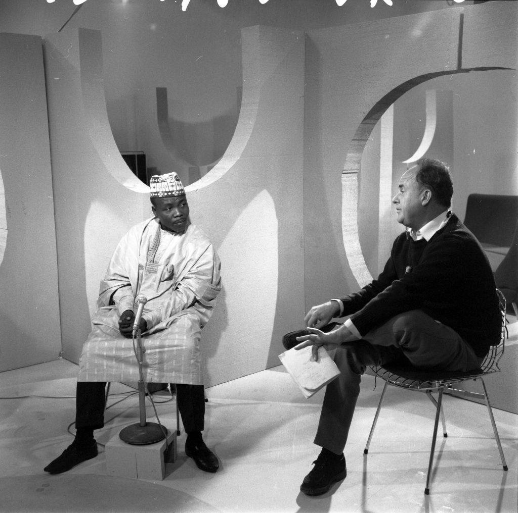 Oumarou Ganda et Jean Rouch sur le plateau de l'émission