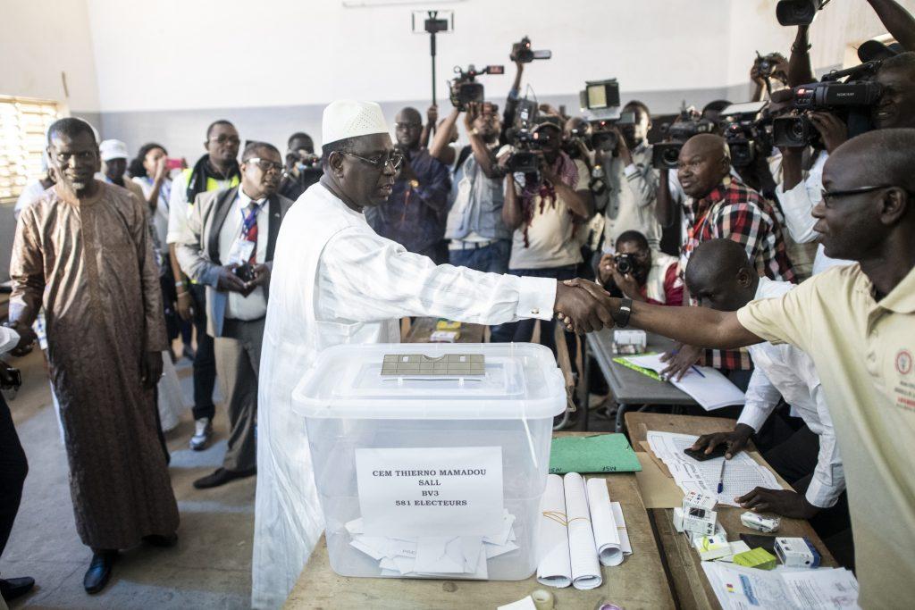 Le président sortant Macky Sall vote à l'école Thierno Mamadou Sall à Fatick, le 24 février 2019