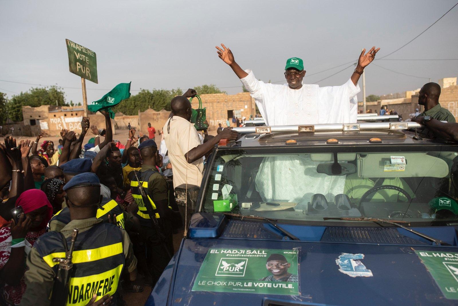 Issa Sall à son arrivée à l'un de ses meetings, pendant la campagne pour la présidentielle 2019 au Sénégal.
